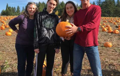 Aly Johnston and family visit Lee Farms.
