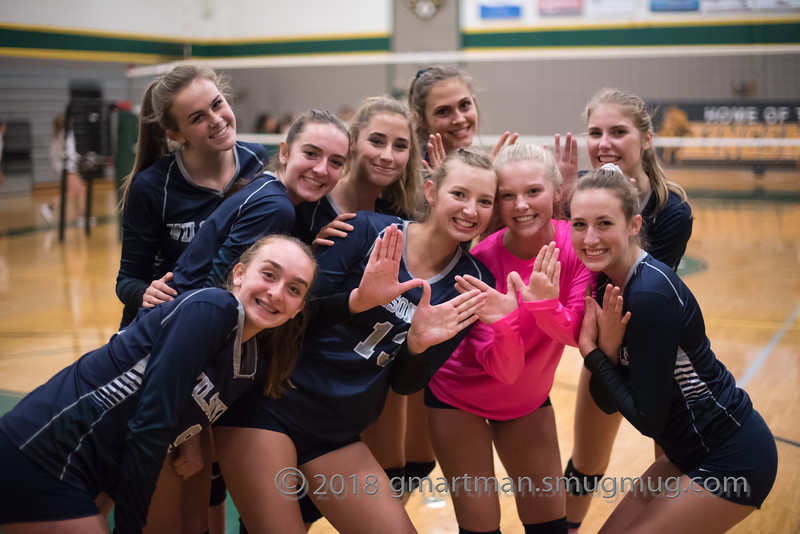 Volleyball team poses at their recent game against Putnam.