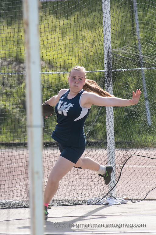 Sophomore+Grace+Mager+throwing+discus.+Mager+set+a+PR+in+the+javelin+at+time+trials+on+March+14th.