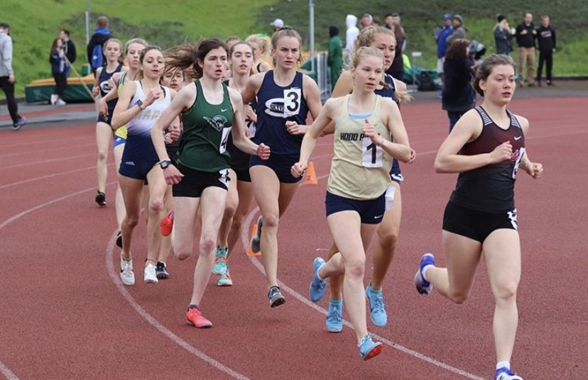 The+girls+1500+meter+race+at+the+annual+Wilsonville+Invitational+on+Saturday.+Wilsonville+junior+Sam+Prusse+finished+second+in+this+event%2C+and+third+in+the+800+meters.+Photo+credit%3A+%40nikeportlandxc+on+Instagram.