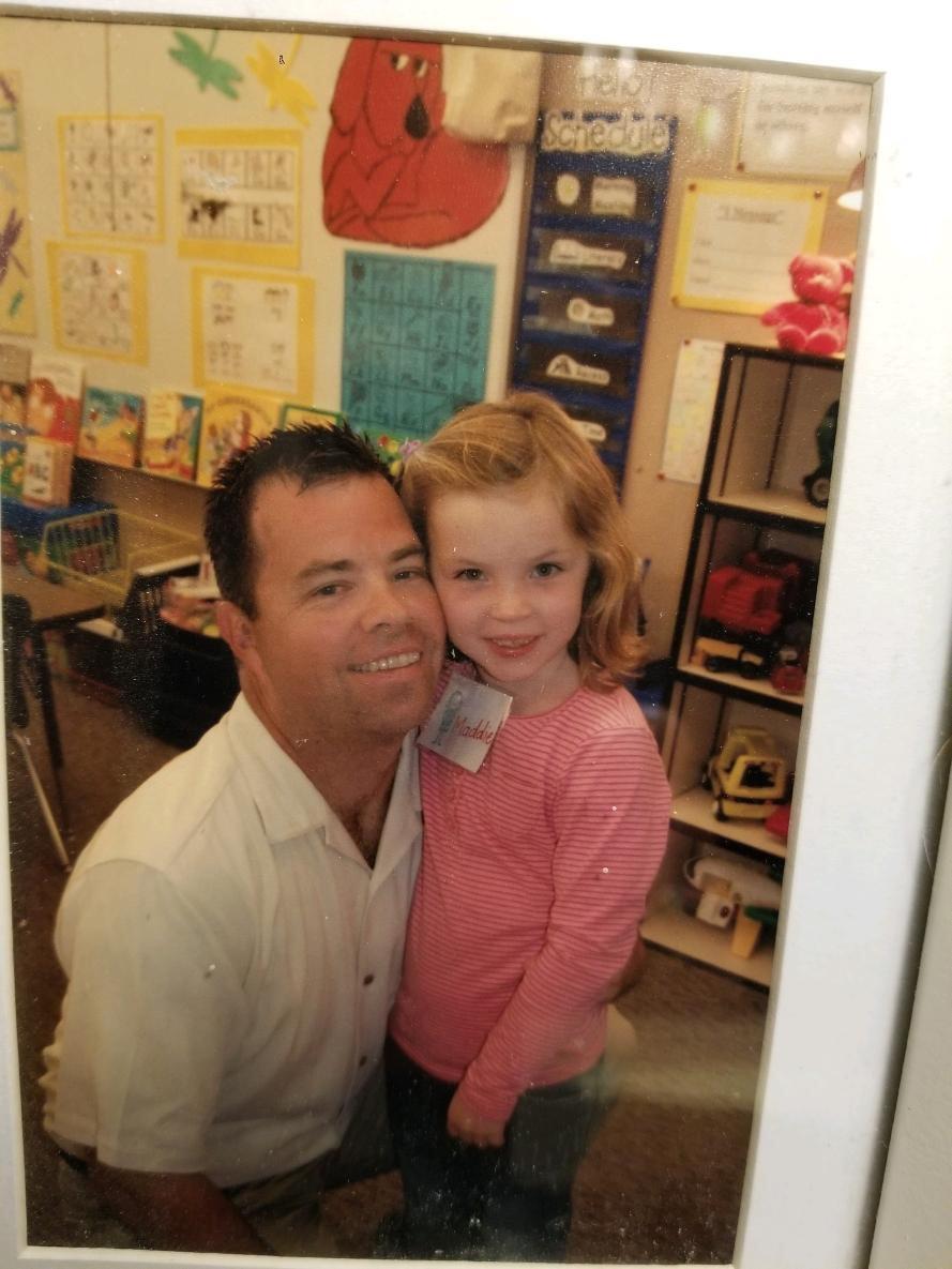 Senior+Maddie+Giese+smiles+with+her+dad+in+her+kindergarten+classroom.+Photo+credit+Maddie+Giese.