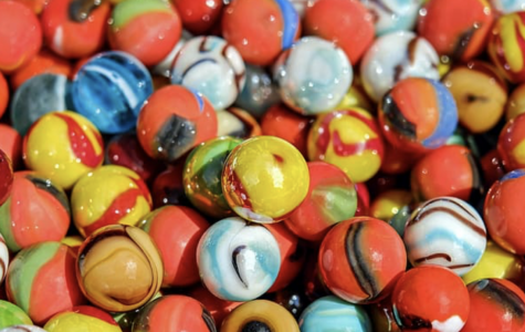Different types of marbles that can be used to race.