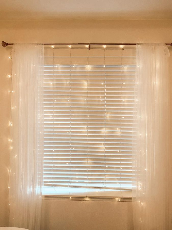 LED+curtain+lights+in+a+bedroom+