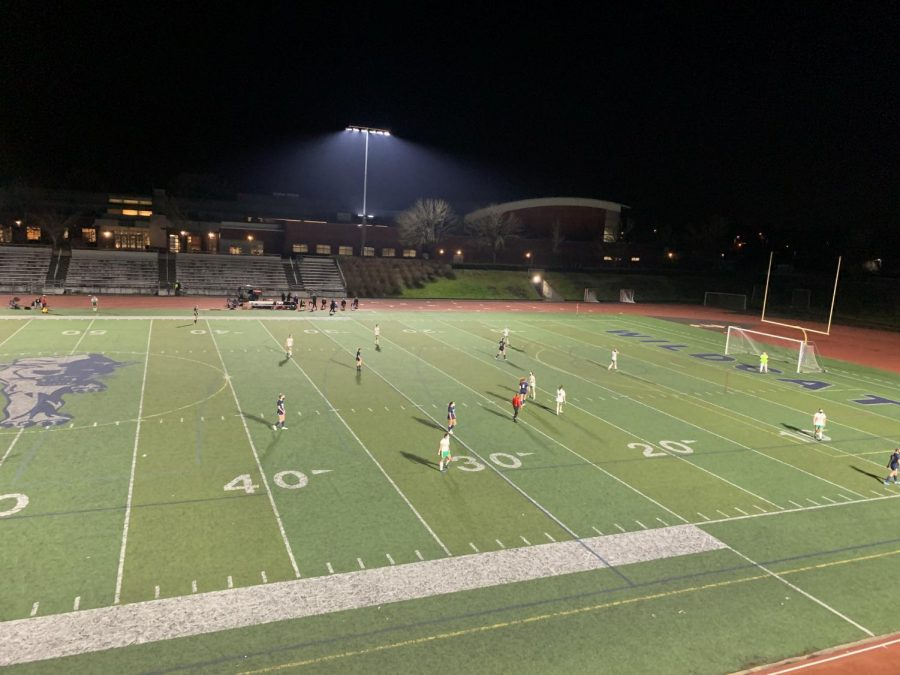 Parkrose+and+Wilsonville+on+the+field+during+second+half.+Wilsonville+ultimately+took+the+win+with+a+score+of+9-1.+