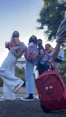 Seniors outside the point on their first day repping a plethora of kids backpacks. Author (Sydnie Bierma), Anna Burkhead, Miguel Tejeda, Claire Ihlenburg, and Hannah Kelso's backpack.