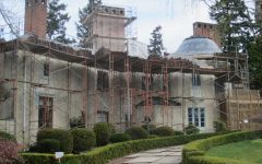 Picture of a haunted house from https://commons.wikimedia.org/wiki/File:Bitar_Mansion,_Portland,_Oregon,_April_2012.JPG